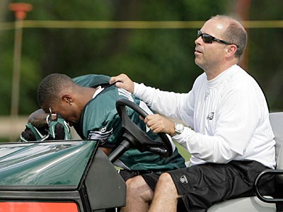 Coach Andy Reid said DeSean Jackson´s back, which he injured Saturday, is improving. (Yong Kim / Staff Photographer)