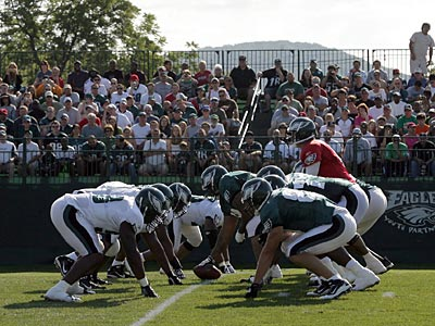 The Eagles practiced in front of thousands of fans today in Lehigh. (Yong Kim / Staff Photographer)