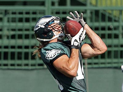Eagles wide receiver Riley Cooper catches the ball during practice. (Yong Kim / Staff Photographer)