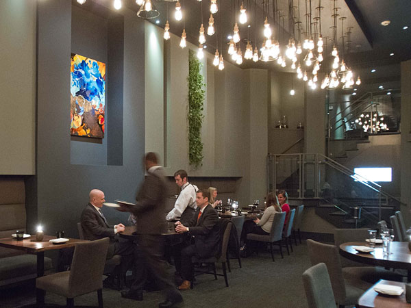Dining room at Avance, 1523 Walnut St., Philadelphia.  ( DAVID M WARREN / Staff Photographer )