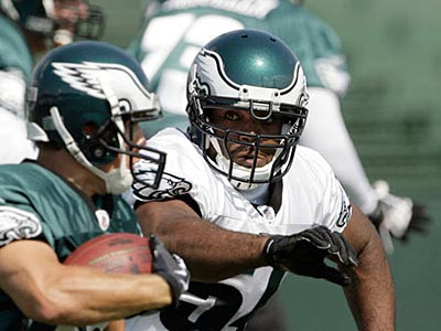 Rookie defensive end Brandon Graham went up against left tackle Winston Justice today at training camp. (Yong Kim / Staff Photographer)
