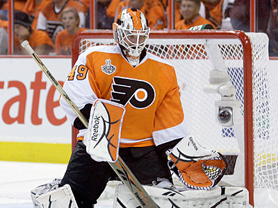 Michael Leighton cleared re-entry waivers at noon on Wednesday and is back with the Flyers. (Yong Kim/Staff file photo)