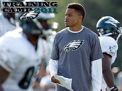 Nnamdi Asomugha observes Eagles training camp. (Yong Kim/Staff Photographer)