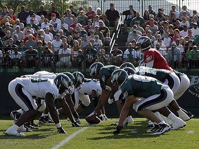 The offensive and defensive units square off at training camp. (Yong Kim/Staff Photographer)