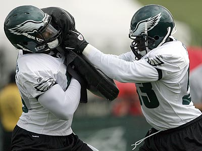 Moise Fokou (right) moved from his natural linebacker position to defensive end. (Yong Kim / Staff Photographer)