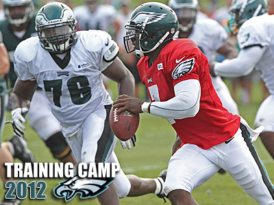 Michael Vick looks for an open reciever during 11-on-11 drills. (Michael Bryant/Staff Photographer)