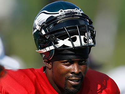 """Michael Vick is now expected to meet """"even higher standards"""" off the field. (David Maialetti/Staff Photographer)"""