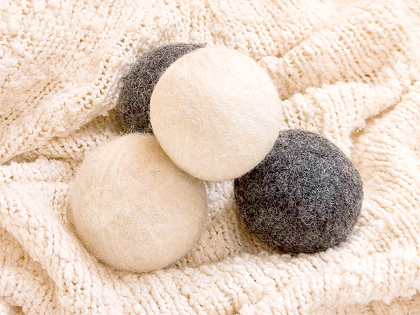 With a few basic materials and a bit of patience, you´ll have cute laundry balls that last load after load. (via PopSugar)