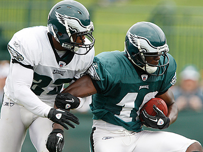 Marty Mornhinweg said Jeremy Maclin has a bone bruise on is day-to-day. (David Maialetti / Staff Photographer)