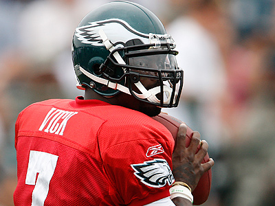 Michael Vick spoke with the media today at Eagles training camp. (David Maialetti / Staff Photographer)