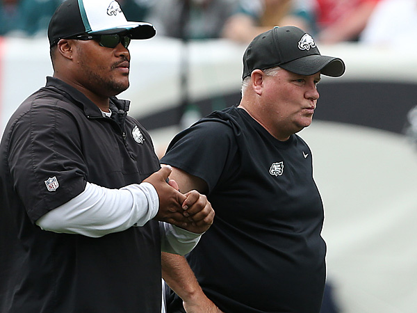 Eagles head coach Chip Kelly (right) with assistant coach Duce Staley (left). (David Maialetti/Staff Photographer)