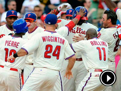 Ryan Howard is mobbed by his teammates after his game-winning base hit. (AP Photo/Michael Perez)