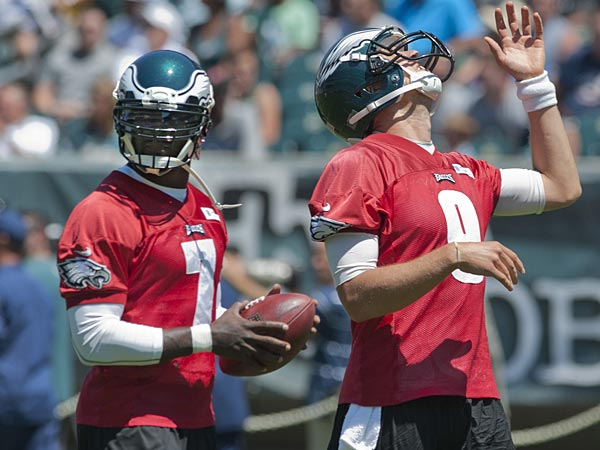 Eagles quarterbacks Michael Vick (left) and Nick Foles (right). (Clem Murray/Staff Photographer)
