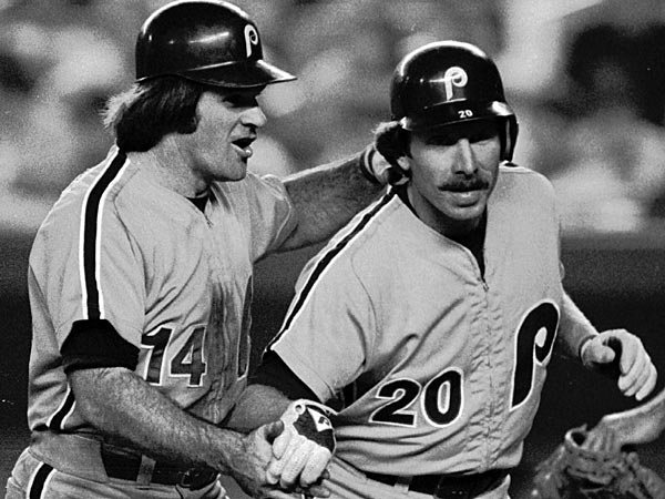 Former Philadelphia Phillies Pete Rose and Mike Schmidt. (AP Photo/Ray Stubblebine)<br />