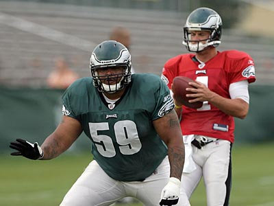 Eagles center Nick Cole left this morning´s practice after hurting his knee. (Yong Kim / Staff Photographer)