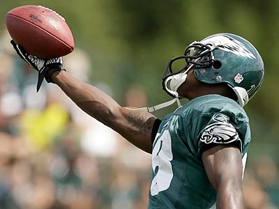 Jeremy Maclin led the Eagles in catches, touchdowns and receiving first downs in 2010. (Yong Kim/Staff file photo)