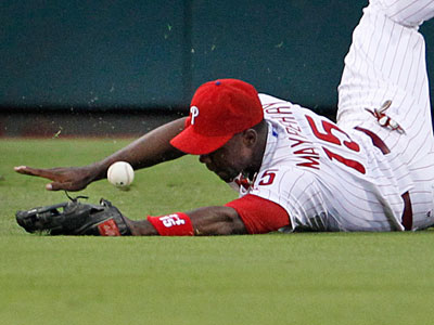 There were several fielding miscues during Monday night´s Phillies loss. (Ron Cortes/Staff Photographer)