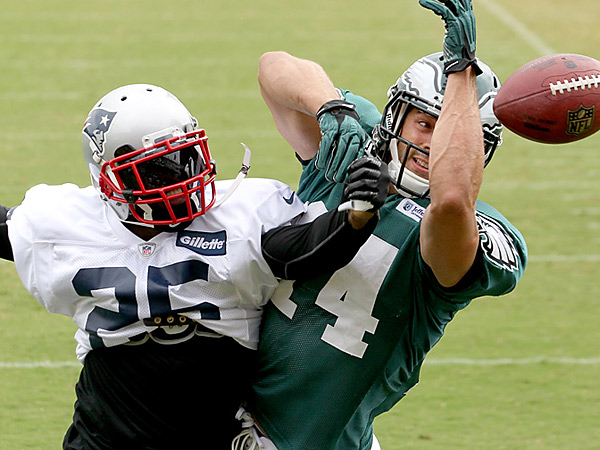 Kyle Arrington, left, of the New England Patriots breaks up a pass intended for Riley Cooper. (Charles Fox/Staff Photographer)