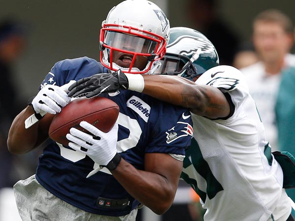 Patriots Josh Boyce (left) catches a pass in front of Eagles Eddie Whitley (right) during a joint Training Camp session at the NovaCare Complex in Philadelphia on August 7, 2013. (David Maialetti/Staff Photographer)