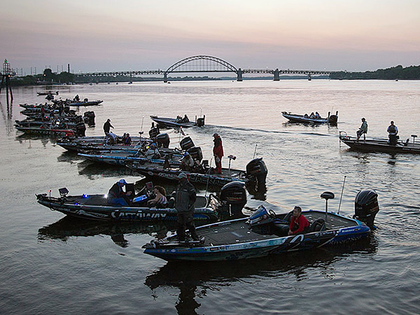 Bass fishing tournament on Delaware begins - Philly