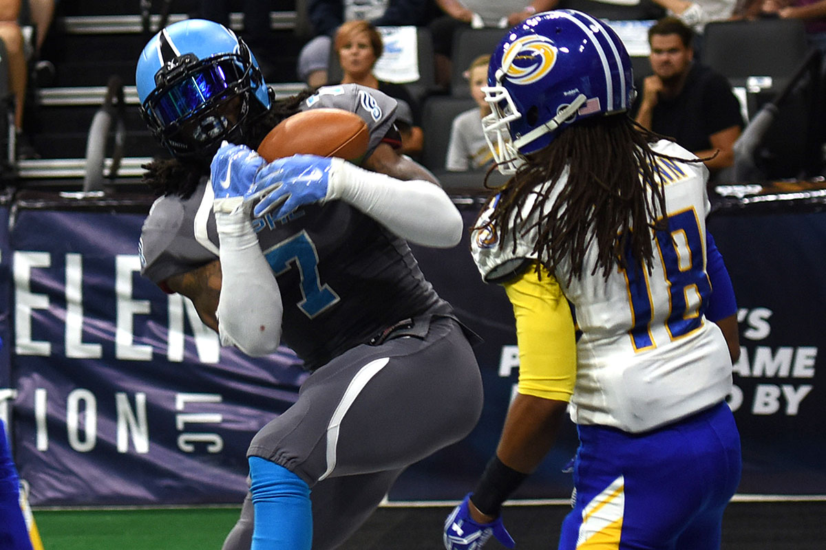 Philadelphia Soul&acute;s Darius Reynolds , left, pulls pulls in a pass and beats Tampa Bay Storm&acute;s Cameron McGlenn in the endzone to score a<br />touchdown in the first quarter of Round One Arena Football playoff game Sunday Aug. 7, 2016 in Allentown, Pa.