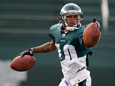 DeSean Jackson catches two footballs during a punt return drill today in Lehigh. (David Maialetti / Staff Photographer)