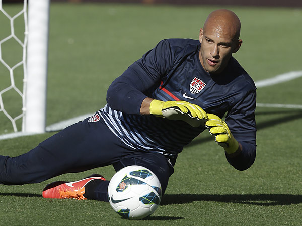 Tim Howard has been a stalwart in goal for the United States men´s national team and Everton for many years. (Rick Bowmer/AP file photo)