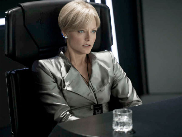 Jodie Foster plays Secretary of Defense Delacourt, protector of Elysium, a refuge in space for the rich and elite, from Earth´s undesirables.