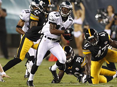 Damaris Johnson returns a kick against the Steelers on Thursday at the Linc. (Ron Cortes/Staff Photographer)
