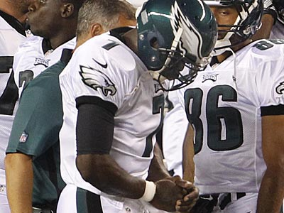 Michael Vick injured his throwing hand in the second quarter, but X-rays were negative. (Ron Cortes/Staff Photographer)
