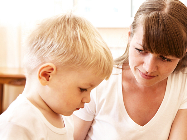 She and her son have nothing in common and she´s afraid of losing the relationship. (iStock)