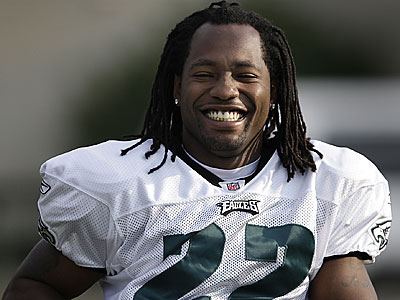 Fans could get their first chance to see Asante Samuel in action when the Eagles play the Panthers Thursday. (David Maialetti / Daily News)