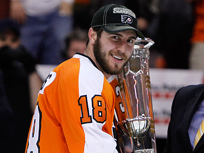Mike Richards poses with the NHL hockey Eastern Conference trophy after beating the Montreal Canadiens. (AP Photo/Matt Slocum)<br />