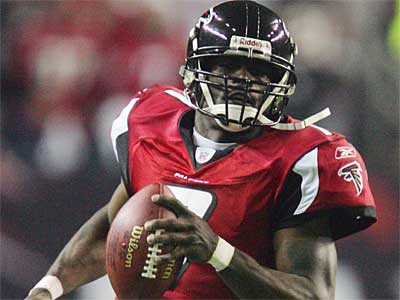 The Eagles have agreed to terms with Michael Vick. (AP / File photo)