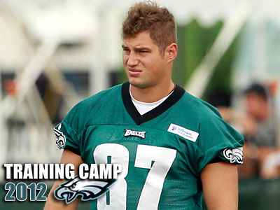 Brent Celek showed Monday why he´s such a valuable outlet for Michael Vick. (Yong Kim/Staff file photo)