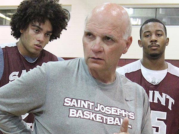 St. Joseph´s University head coach Phil Martelli.  (Charles Fox/Staff Photographer)
