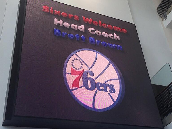 A sign at the Wells Fargo Center announces that the 76ers have officially hired Brett Brown as their new head coach. (Keith Pompey/Staff)