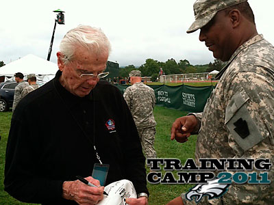 Chuck Bednarik meets with members of the armed forces on Military Day at Eagles training camp. (Staff Photo by Les Bowen)