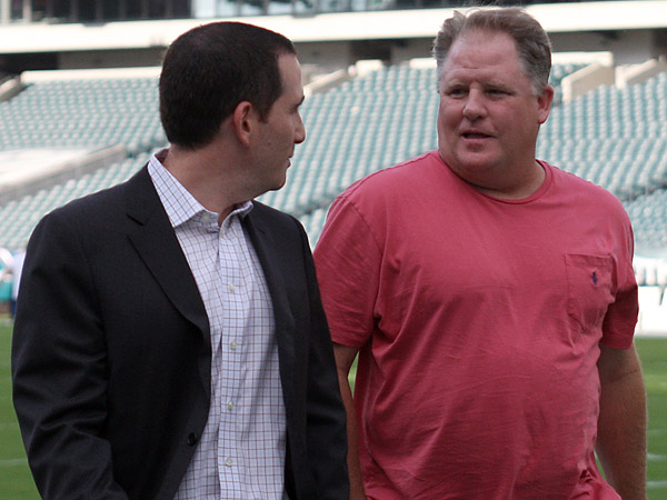 Eagles general manager Howie Roseman (left) and head coach Chip Kelly (right). (Yong Kim/Staff Photographer)