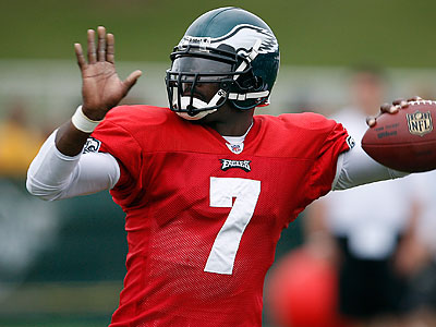 Michael Vick is the Eagles´ No. 2 quarterback now in every way. (David Maialetti/Staff Photorapher)