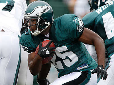LeSean McCoy missed practice this morning with a quadriceps contusion. (David Maialetti / Staff Photographer)