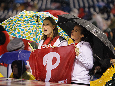 Fans had to wait out a long rain delay before watching the Phillies beat the Braves. (Ron Cortes/Staff Photographer)