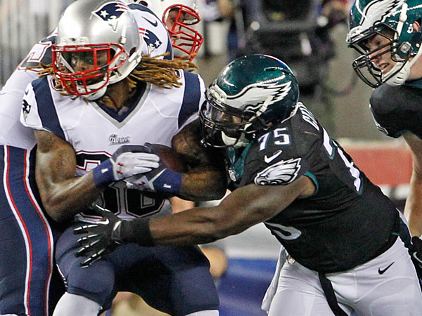 Vinny Curry stops the Patriots´ Brandon Bolden. (Ron Cortes/Staff Photographer)
