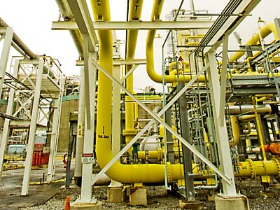 Yellow pipes carry the natural gas (in vapor form) to begin the process of cleansing and liquifying the natural gas at the PGW plant on Venango St. in Port Richmond. ( Clem Murray / Staff Photographer )