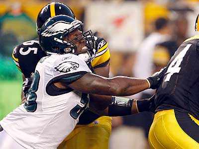 Trent Cole cannot tackle Steelers running back Rashard Mendenhall. (Yong Kim/Staff Photographer)