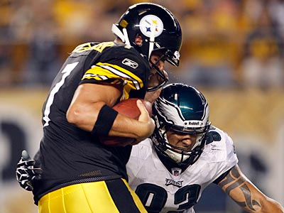 Jason Babin sacks Ben Roethlisberger in the second quarter Thursday night. (Yong Kim/Staff Photographer)