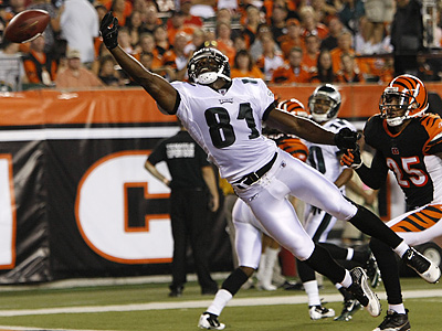 Jason Avant misses a pass in the end zone against Cincinnati Bengals corner back Morgan Trent. (AP Photo/Ed Reinke)