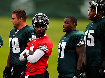 The Eagles offensive line has done a good job protecting Michael Vick. (David Maialetti/Staff Photographer)