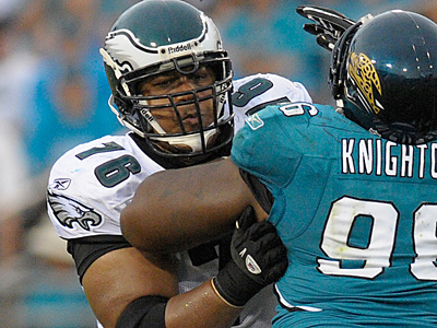 The Eagles have re-signed guard Reggie Wells. (AP Photo/Phelan M. Ebenhack)
