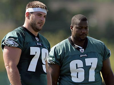 Todd Herremans (79) left today´s Eagles practice with an ankle sprain. (Yong Kim/Staff file photo)